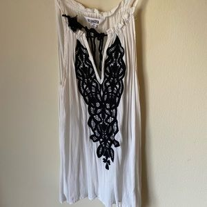 Black and White boutique tank top